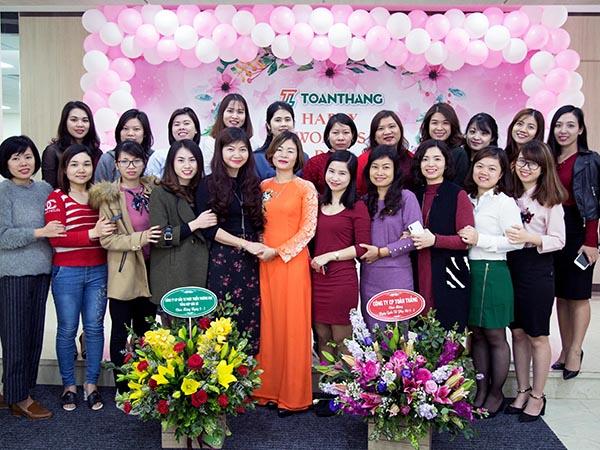 """""""TÔN VINH MỘT NỬA THẾ GIỚI"""" – Chương trình ý nghĩa nhằm chúc mừng các nữ CBCNV Công ty Toàn Thắng."""